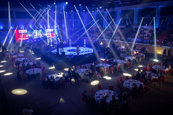 Lakssya takes MMA gala photos